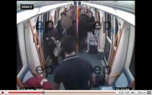 Agresión metro de madrid mirada policia