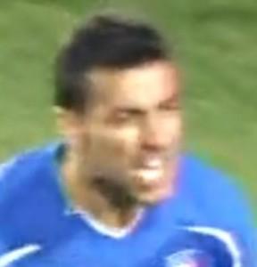 El jugador italiano Fabio Quagliarella tras anularle un gol en el partido Italia contra Eslovaquia