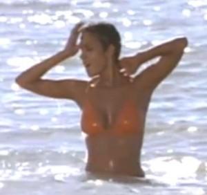 Chica Bond en el agua2